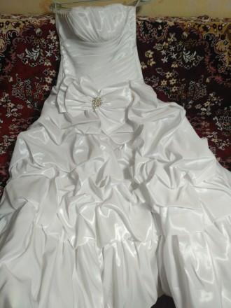 Красивое свадебное платье, недорого. Одевалось один раз, не венчаное. Все вопрос. Киев, Киевская область. фото 2
