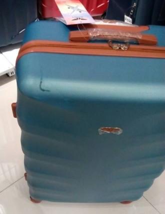 Чемодан новый, была трещина с фабрики при транспортировке - чемодан восстановлен. Киев, Киевская область. фото 4
