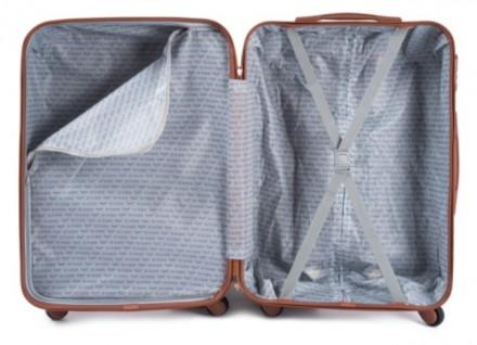 Чемодан новый, была трещина с фабрики при транспортировке - чемодан восстановлен. Киев, Киевская область. фото 3