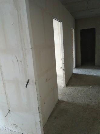3 секція. 2 балкона з кухні та з кімнати. Кімнати 18 та 19 кв.м, є гардеробна 3 . Винница, Винницкая область. фото 4