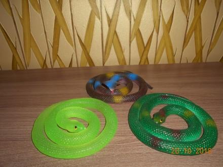Большая резиновая змея, длина 75 см, в наличии 3 вида. Миргород. фото 1