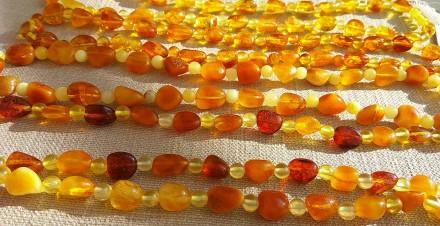 Изысканные янтарные ожерелья, бусы из натурального полированного янтаря. Ровно. фото 1