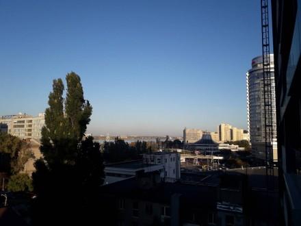 Трехкомнатная квартира в новострое на Миронова, 7 этаж, всего 21 этаж.  Автоно. Центр, Дніпро, Днепропетровская область. фото 9