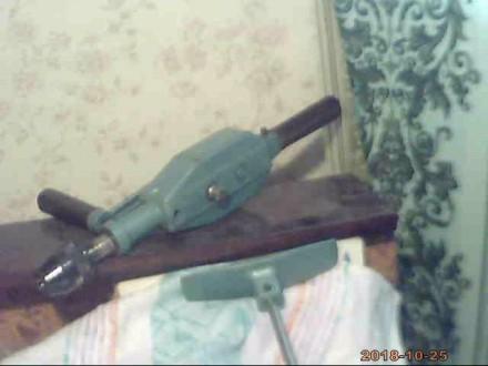Ручная электрическая дрель служит для формирования отверстий сверлами в бытовых . Николаев, Николаевская область. фото 4