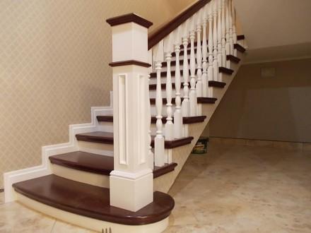 Изготовление лестниц из дерева. Лестница из массива. Лестница из ясеня.. Одесса. фото 1