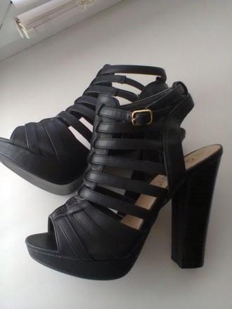 Черные босоножки – купить женскую и мужскую обувь на доске ... f20a917510511
