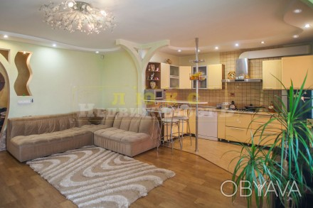 Продам четырехкомнатную квартиру ул. Нищинского Двухуровневая квартира в доме и. Центральный, Одесса, Одесская область. фото 1