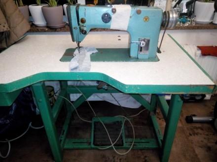 Швейная машинка промышленная со столом. Класс 1022. Корсунь-Шевченковский. фото 1