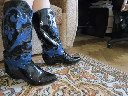 Черные кожаные сапоги-ковбойки. Черновцы. фото 1