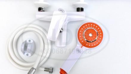 Белый смеситель для ванны пластиковый смеситель  UDU для душа оранжевая лейка. Днепр. фото 1