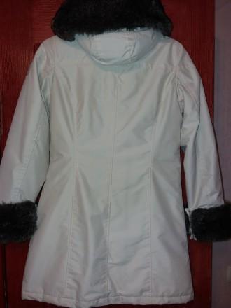 Пальто для девочки. Капюшон съемный, мех на рукавах и капюшоне отстегивается. Ут. Одесса, Одесская область. фото 3