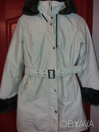 Пальто для девочки. Капюшон съемный, мех на рукавах и капюшоне отстегивается. Ут. Одесса, Одесская область. фото 1