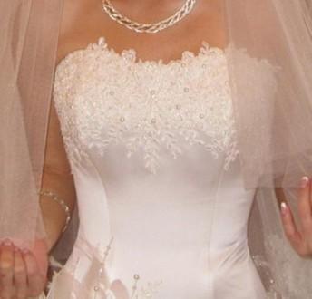 Свадебное платье цвет шапмань. С красивым цветком на боку. Размер S на невысокий. Кропивницкий, Кировоградская область. фото 4