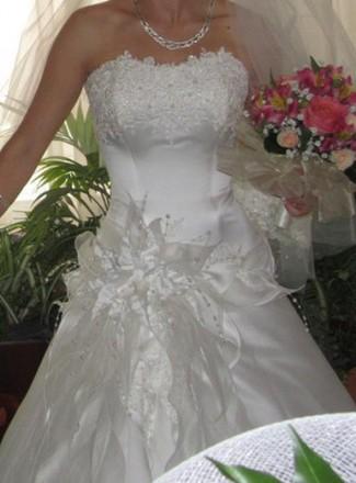 Свадебное платье цвет шапмань. С красивым цветком на боку. Размер S на невысокий. Кропивницкий, Кировоградская область. фото 3