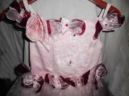 Нарядное очень красивое платье на девочку 6-8 лет . состояние нового, надевали о. Киев, Киевская область. фото 4