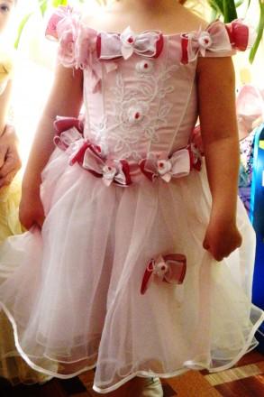 Нарядное очень красивое платье на девочку 6-8 лет . состояние нового, надевали о. Киев, Киевская область. фото 2