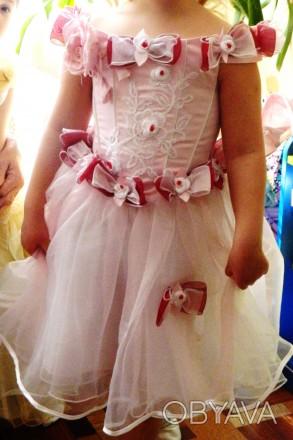 Нарядное очень красивое платье на девочку 6-8 лет . состояние нового, надевали о. Киев, Киевская область. фото 1