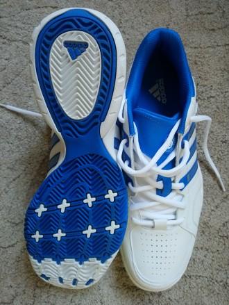 Білі кросівки - купити жіноче та чоловіче взуття на дошці оголошень ... 166fe7228fe8e