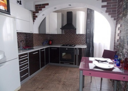 кухни на заказ в ЛНР с фасадом пластик 12000руб/п.м.. Луганск. фото 1