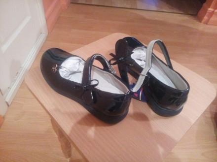 Туфли лаковые темно-синие, новые. Разм. -36. Цена=465грн.. Бердичів. фото 1