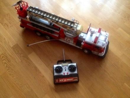 машина пожарная радиоуправляемая красная длина 70 см.. Киев. фото 1