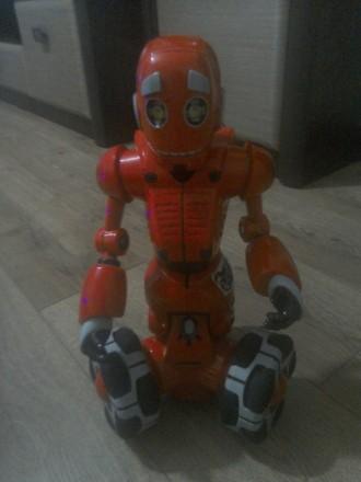 Робот на батарейках (район академгородок). Ирпень. фото 1