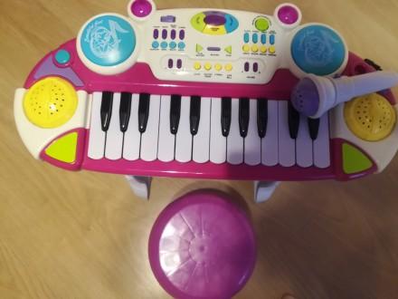Пианино со стульчиком. Бровары. фото 1