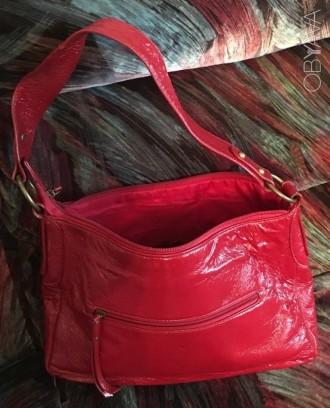 9347dc5927a6 Красная лакированная женская сумка. Практически новая. На одно отделение,  имеетс. Киев,
