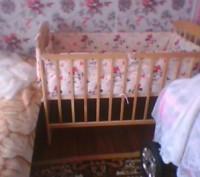 Защита и набор постельного белья в детскую кроватку. Александрия. фото 1