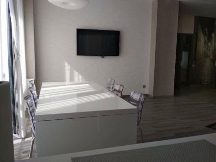 Продам квартиру 108 кВ м в Новострое бизнес класса с новым ремонтом. Квартира ме. Парк Чкалова, Днепр, Днепропетровская область. фото 4