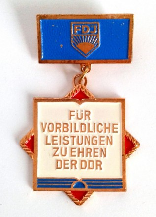 Значок За досягнення на честь НДР ГДР DDR FGJ. Киев. фото 1