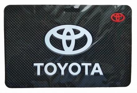 Антискользящий силиконовый коврик на торпедо с логотипом Toyota. Киев. фото 1