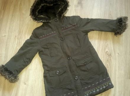 Демисезонное стильное пальто девочке 104-110 см. Буча. фото 1