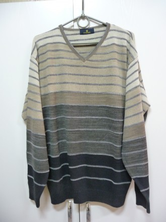 Фирменный пуловер . V образная горловинка . Отлично смотрится с рубахой . В клас. Киев, Киевская область. фото 5