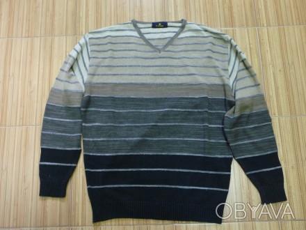 Фирменный пуловер . V образная горловинка . Отлично смотрится с рубахой . В клас. Киев, Киевская область. фото 1