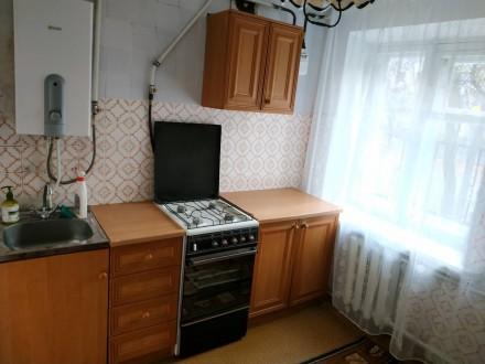 Продам 2-х комнатную квартиру в центре. Квартира на 2-м этаже 4-х этажного дома. Чернигов, Черниговская область. фото 3