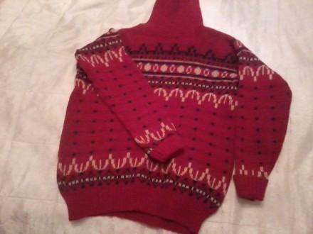 свитер женский 44-46 размера красного цвета с рисунком - орнаментом. Николаев. фото 1