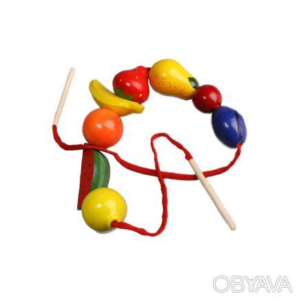 Красочная шнуровка для нанизывания бус из фигурок ягод и фруктов. Развивает коо. Киев, Киевская область. фото 1
