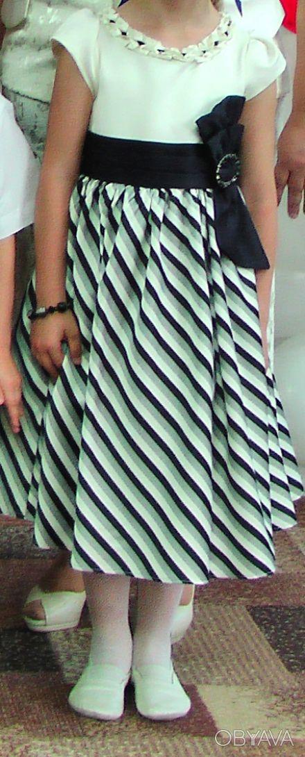 Платье одевалось всего 2 раза. Состояние отличное. в подарок шляпка на зажиме си. Кривий Ріг, Дніпропетровська область. фото 1