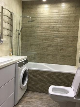 Укомплектована квартира з дизайнерським ремонтом, є усі необхідні меблі та побут. Автовокзал, Ровно, Ровненская область. фото 15