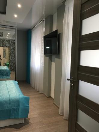 Укомплектована квартира з дизайнерським ремонтом, є усі необхідні меблі та побут. Автовокзал, Ровно, Ровненская область. фото 11