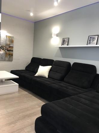 Укомплектована квартира з дизайнерським ремонтом, є усі необхідні меблі та побут. Автовокзал, Ровно, Ровненская область. фото 7