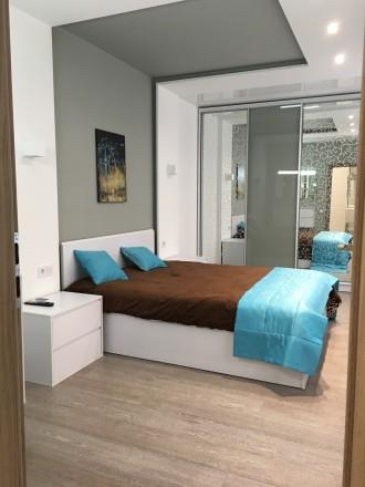 Укомплектована квартира з дизайнерським ремонтом, є усі необхідні меблі та побут. Автовокзал, Ровно, Ровненская область. фото 8