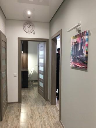 Укомплектована квартира з дизайнерським ремонтом, є усі необхідні меблі та побут. Автовокзал, Ровно, Ровненская область. фото 9