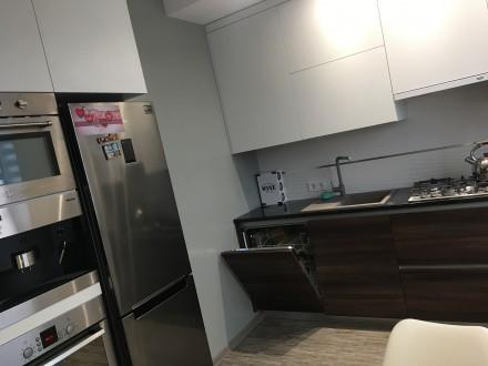 Укомплектована квартира з дизайнерським ремонтом, є усі необхідні меблі та побут. Автовокзал, Ровно, Ровненская область. фото 5
