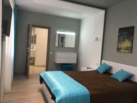 Укомплектована квартира з дизайнерським ремонтом, є усі необхідні меблі та побут. Автовокзал, Ровно, Ровненская область. фото 13