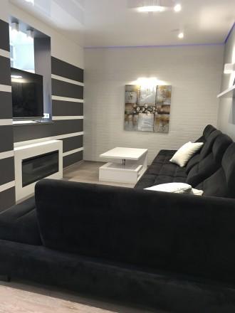 Укомплектована квартира з дизайнерським ремонтом, є усі необхідні меблі та побут. Автовокзал, Ровно, Ровненская область. фото 6