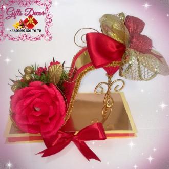 Подарок из конфет с шоколадкой «Туфелька». Оригинальное оформление подарка. Киев. фото 1