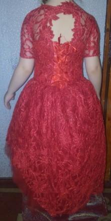 Платье выпускное пышное красное гипюр блестящее. Житомир. фото 1