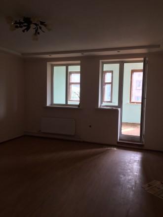 Отличный двухэтажный дом, утеплён.В доме 4 комнаты, балкон,лоджия. Два санузла, . Чернигов, Черниговская область. фото 4